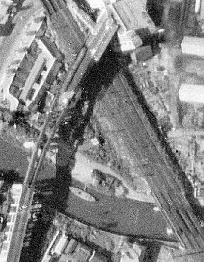 続いての写真は、戦後間もない時期に撮影された五反田駅上空のもので、池上... 「目で見る品川区の